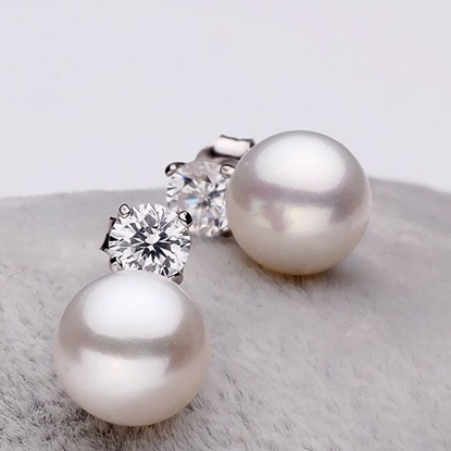 Picture of Princess Pearl Stud Earrings