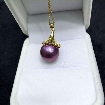 Picture of Grape Purple Pearl Pendant & 18K Gold Necklace